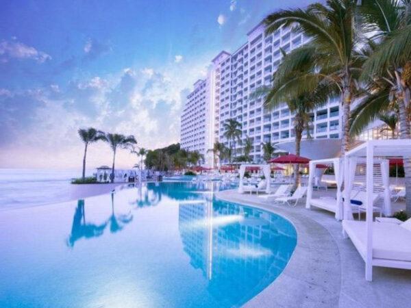 best hotels in puerto vallarta on the beach